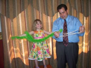 Wisconsin Magician Entertains at Birthday Party